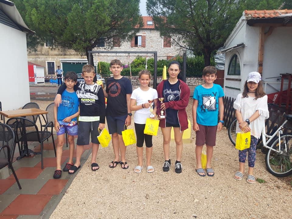 Noela Petešić (JK Uskok) treća u ukupnom poretku i prva među djevojčicama na regati Sv. Roka za klasu optimist u Sv. Filipu i Jakovu