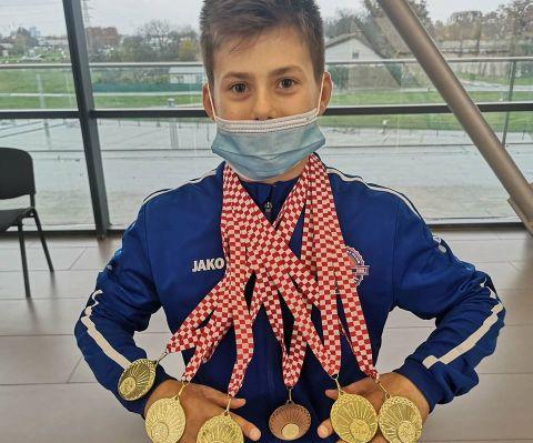 Niko Nevešćanin peterostruki državni prvak u gimnastici, zlatni i Antonio Beretin, cure GK Salto ekipno druge
