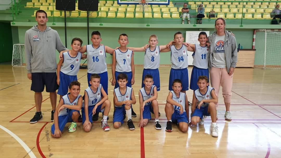 ŠKOLA KOŠARKE ZADAR Prvi turnir dječaka rođenih 2011. i odmah prvo mjesto